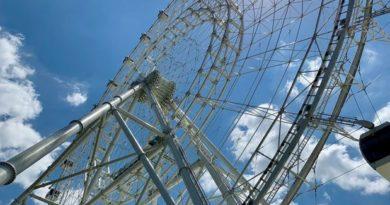 a giant Ferris wheel in Orlando, Florida