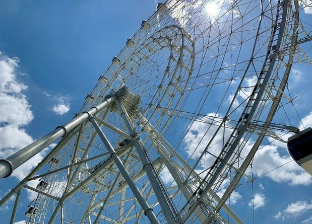 a giant Ferris wheel in Orlando, Florida
